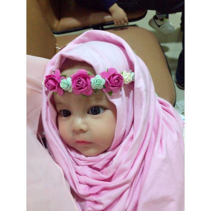 12 5 Naura Alaydrus, Bayi 1 Tahun yang Hits Karena Hijabnya, Seperti ini 12 Potret Lucunya, Gemesin Banget