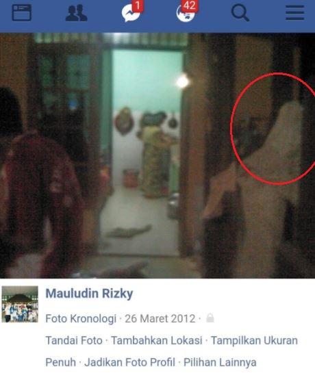 2 2 6 Foto Ini Ada Sosok Misterius yang Muncul di percaya Sebagai Hantu, Kamu Mau Liat