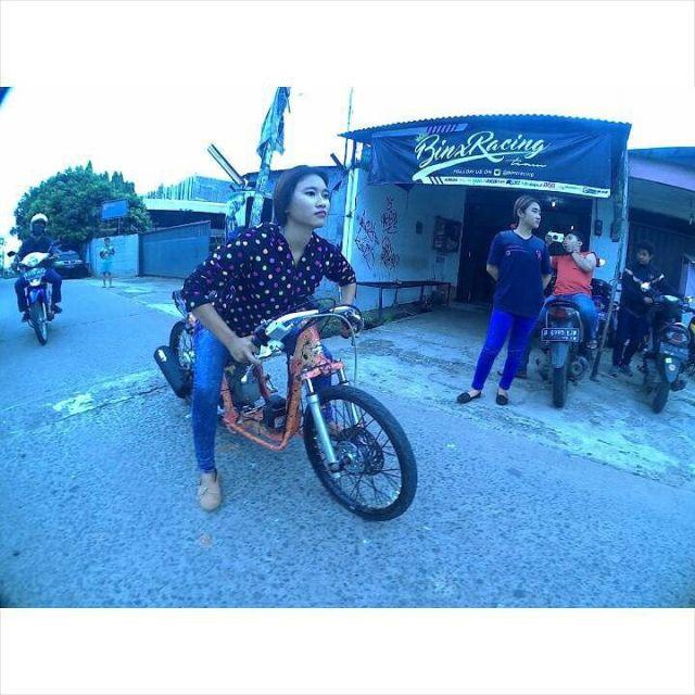 3 11 10 Potret Pacar Danis Kancil yang Juga seorang Drag Bike. Cantik Abis Dah!