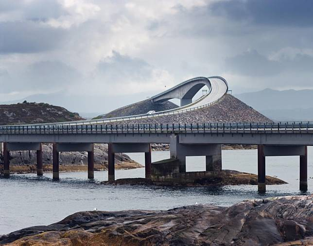 3 12 10 Jembatan ini Bikin Kamu deg degkan Melewatinya, Seram Abis!