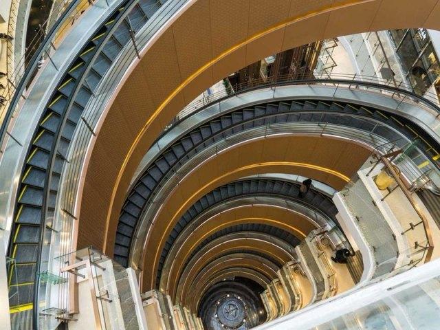 4 33 Ada yang Panjangnya 1 Km, Ini nih 8 Eskalator Paling Unik di Dunia. Pasti Kamu Belum pernah Lihat