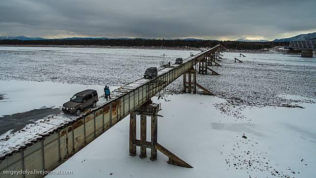 5 12 10 Jembatan ini Bikin Kamu deg degkan Melewatinya, Seram Abis!