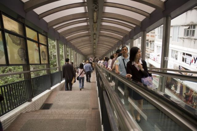 6 30 Ada yang Panjangnya 1 Km, Ini nih 8 Eskalator Paling Unik di Dunia. Pasti Kamu Belum pernah Lihat