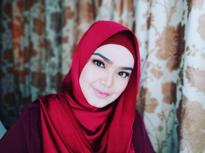6 31 Katanya Lagi Hamil, Seperti ini nih 7 Penampilan Terbaru Siti Nurhaliza. Mau liat