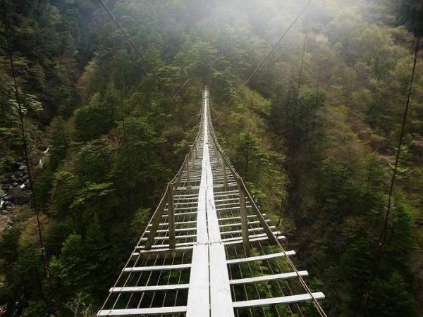 8 9 10 Jembatan ini Bikin Kamu deg degkan Melewatinya, Seram Abis!
