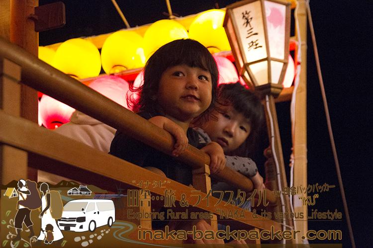 能登・穴水町岩車のキリコ祭り - 娘・結生(ゆい)の二度目のキリコ祭り。キリコに乗るのは初めてだ。