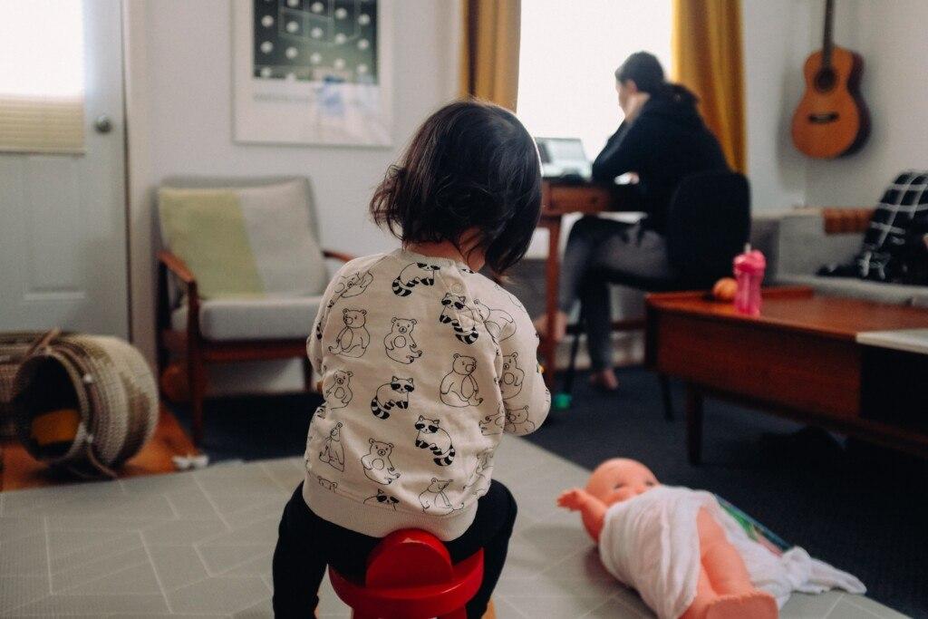 The Great Balancing Act: A Review of <em></noscript>Making Motherhood Work</em>