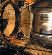 Crankshaft and access for cylinder liner