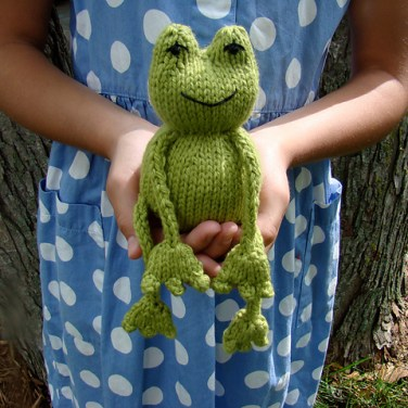 http://www.ravelry.com/patterns/library/ribbit