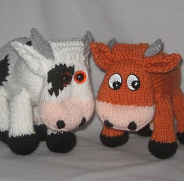 http://www.ravelry.com/patterns/library/toy-cow