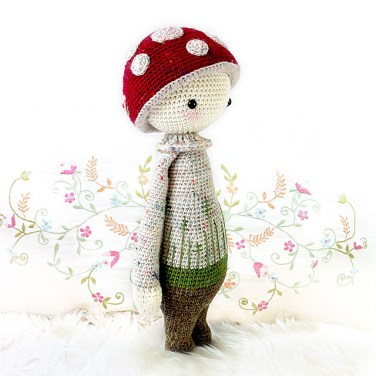 http://www.ravelry.com/patterns/library/paul---lalylala-crochet-pattern-n-xii---toadstool