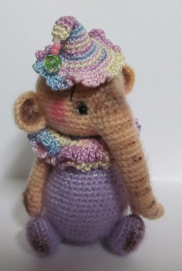 http://www.ravelry.com/patterns/library/penny-elephant