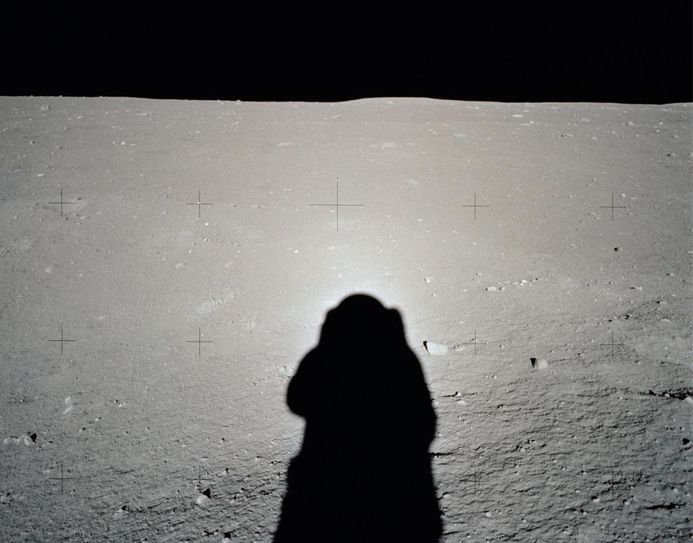 Sombra de Buzz Aldrin en el suelo lunar.