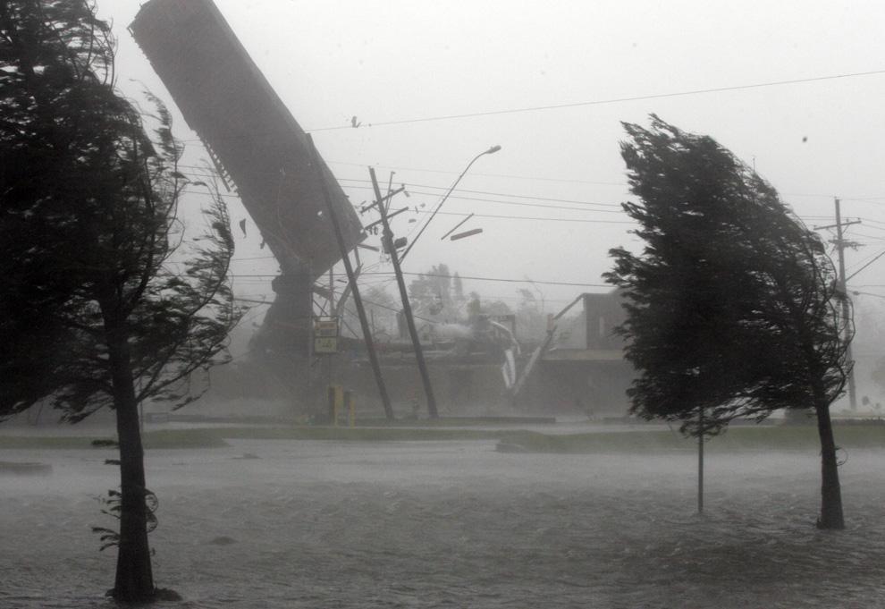 Risultato immagine per foto uragano