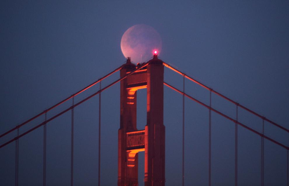 Blogpedia To You Gambar Gerhana Bulan Merah 10 Disember
