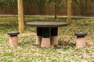 tendencias-muebles-corcho-mesa-exterior
