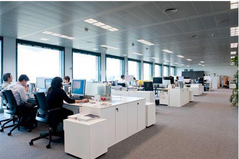 Iluminacion-eficiente-oficina-Phillips