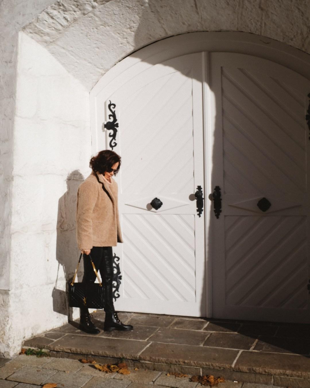 ina stil inastil Herbstoutfit Modeblog Stilberatung Blogwalk Ü50style Herbstmode YSL Tasche Hallein Outfit Streetstyle ageless Herbsttrend Casual Handtasche StylingtippsDSCF1434