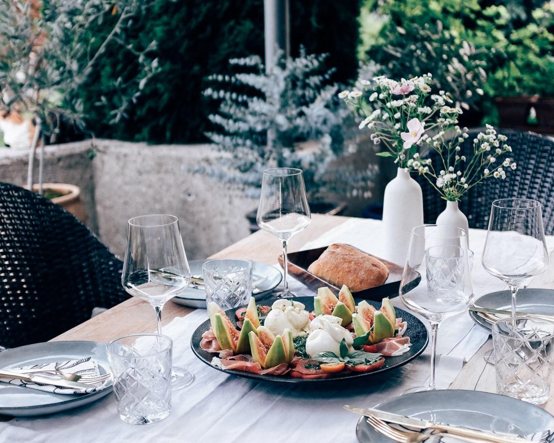 Erfrischende Sommerküche : Sommerküche nektarinenkuchen & tomaten und feigen aus dem garten