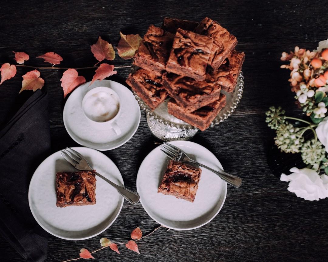 Inastil, Herbstinspiration, Herbst, Schokobrownie, Karamell-Schoko-Brownie, Cozy, Interior, Herbstblumen, Herbstdekoration, Backen, Natur, Waldspaziergang-4
