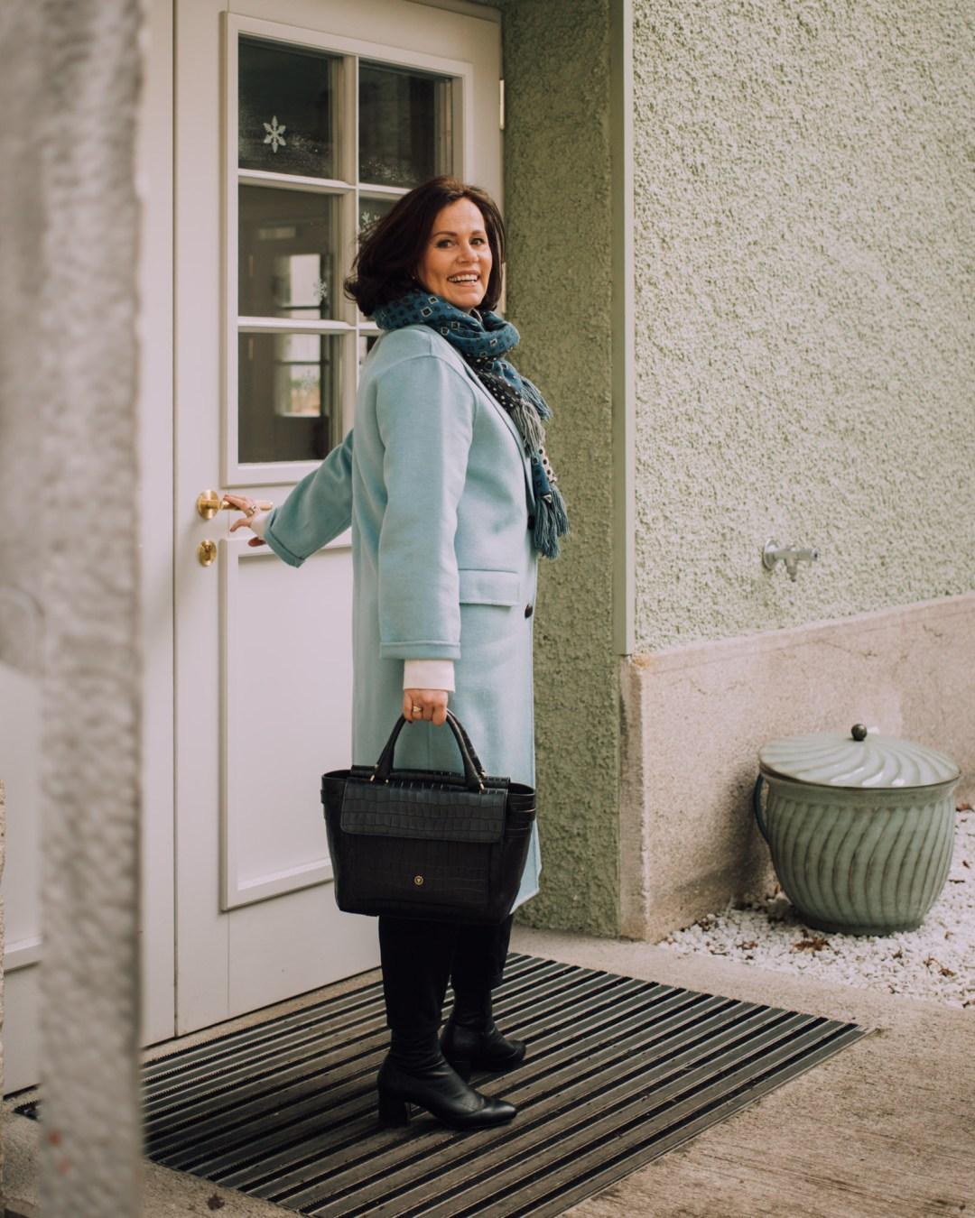 Inastil, Maxwell Scott, Ü50Blog, Businesstasche, Salzburg, Modeblog, Styleover50, Stilberatung, Wintermode, Citymode, Wollmantel, blau,_-2
