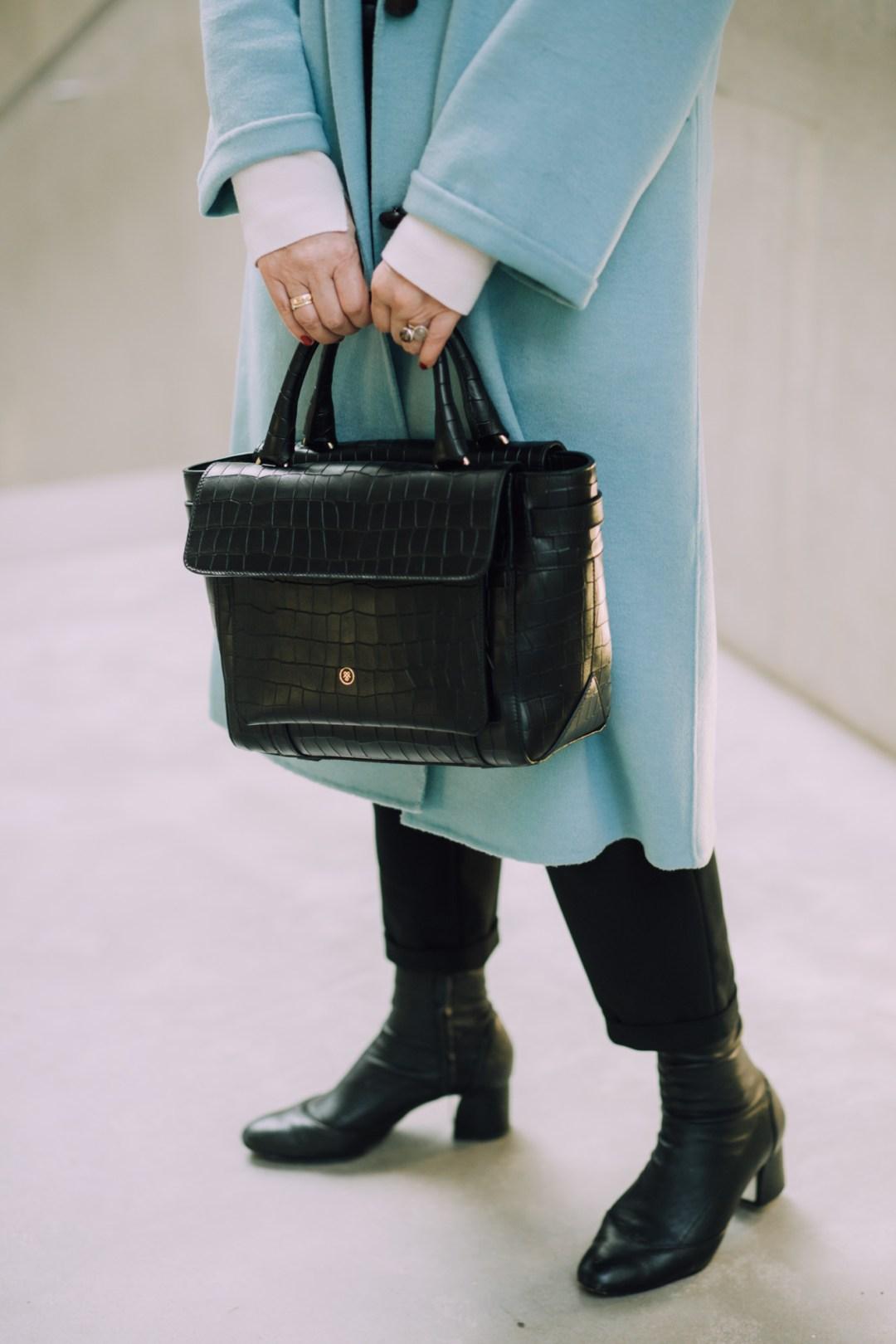 ZKULTUR Inastil, Maxwell Scott, Ü50Blog, Businesstasche, Salzburg, Modeblog, Styleover50, Stilberatung, Wintermode, Citymode, Wollmantel, blau,_-14