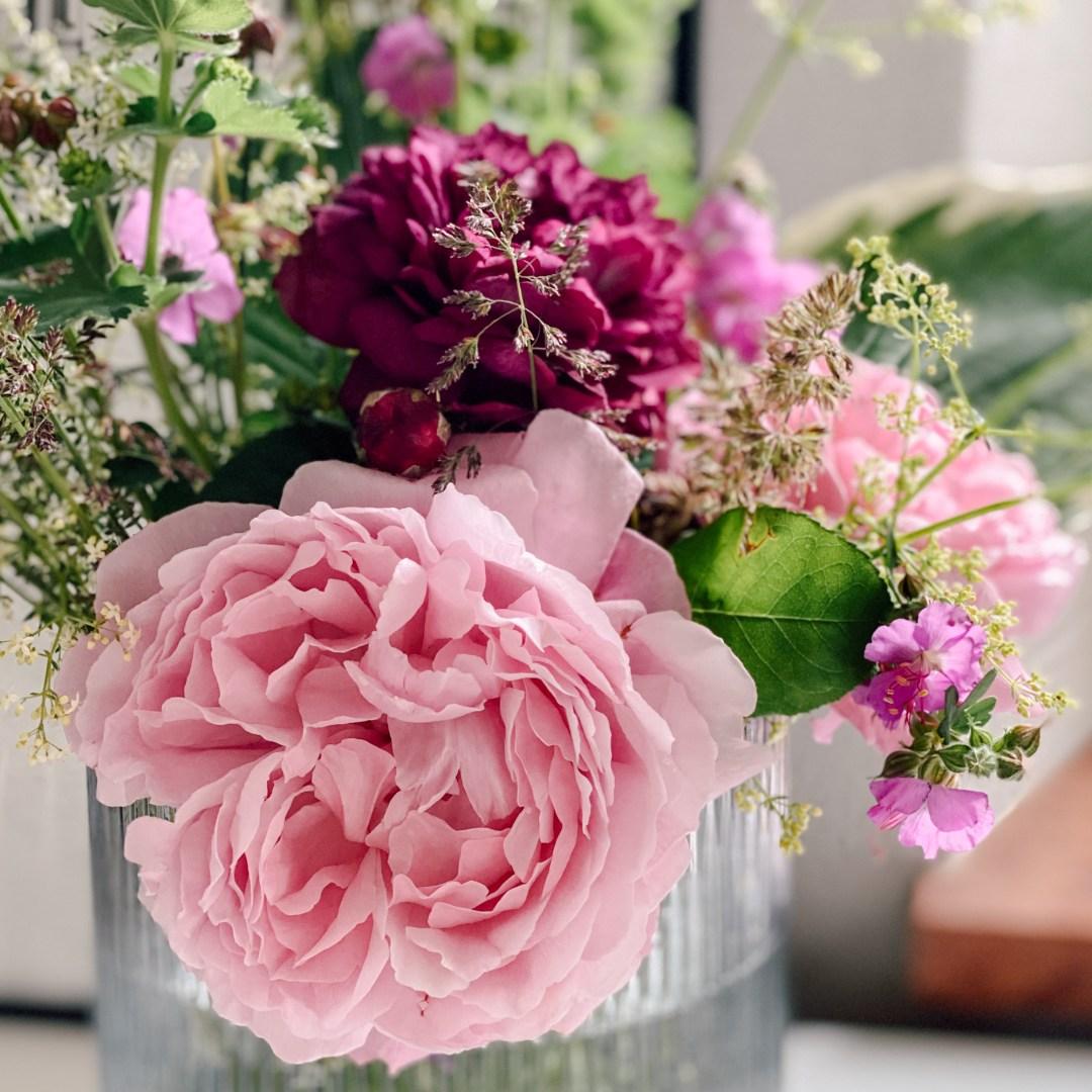 Inastil, Blumenliebe, Blumenstrauß, Dekoration, Blumendekoration, DIY, Gartenblumen, Rosen, Wiesenblumen, Blumenvasen, Homedecor, Dekoration Solebenwir, Daheim-30