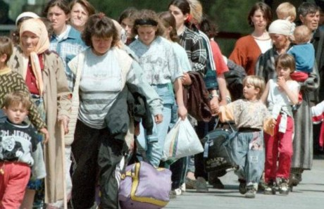 1992 Croatia - Croat and Muslim refugees