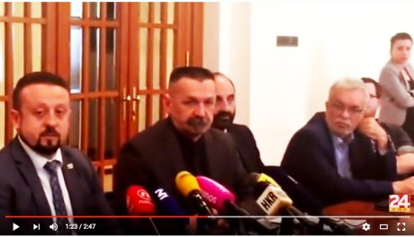 Left to right: Ivan Tepes and Pero Coric At reading the letter protesting legality and legitimacy of Vesna Pusic's candidature for UN Secretary General Photo: Screenshot 24sata 2 May 2016