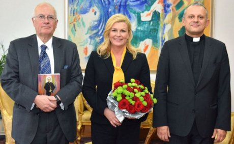 From left: Robin Harris (historian and author), Kolinda Grabar-Kitarovic (Croatian president) and Zeljko Tanjic (Rector, Croatian Catholic University) PHOTO: predsjednica.hr
