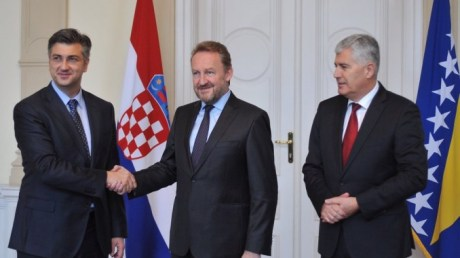 Croatian OM Andrej Plenkovic (L) Bakir Izetbegovic, president of BiH presidency (C) Dragan Covic, Croat representative on BiH presidency (R) 28 October 2016 Photo: Klix.ba