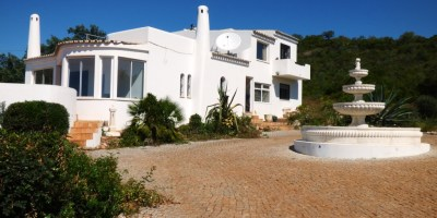 4 Bedrooms Villa,  Goldra - Near Loulé