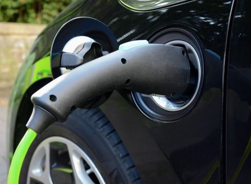 Govt Officials Refuse To Use Mahindra And Tata Motors Electric Vehicle Fleet