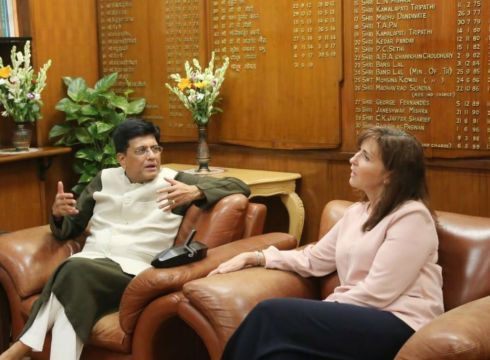 Piyush Goyal Engages With Walmart For Local Sourcing & Made In India