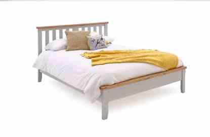pat din lemn de pin