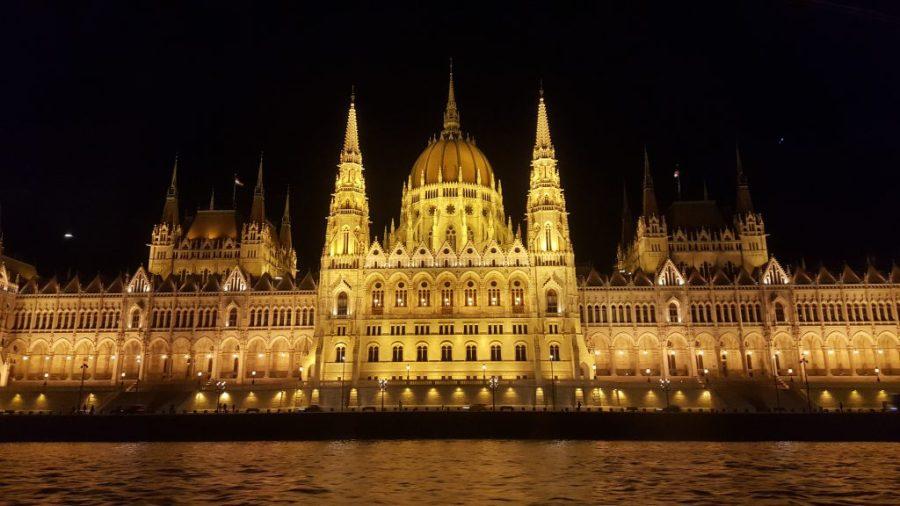 parlementsgebouw Boedapest verlicht nacht