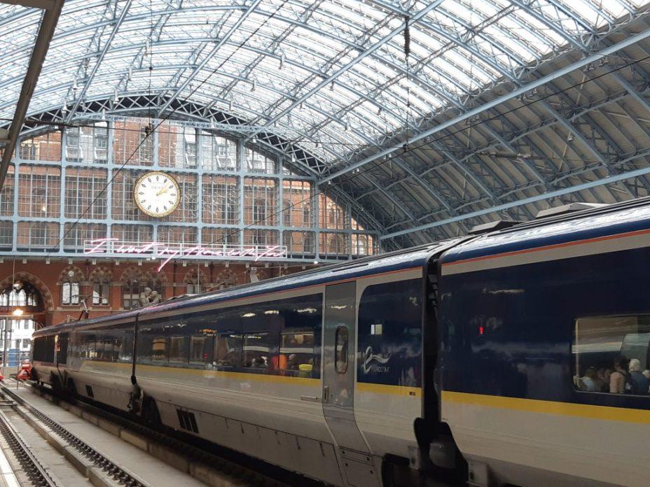 treinstation St Pancras perron en trein