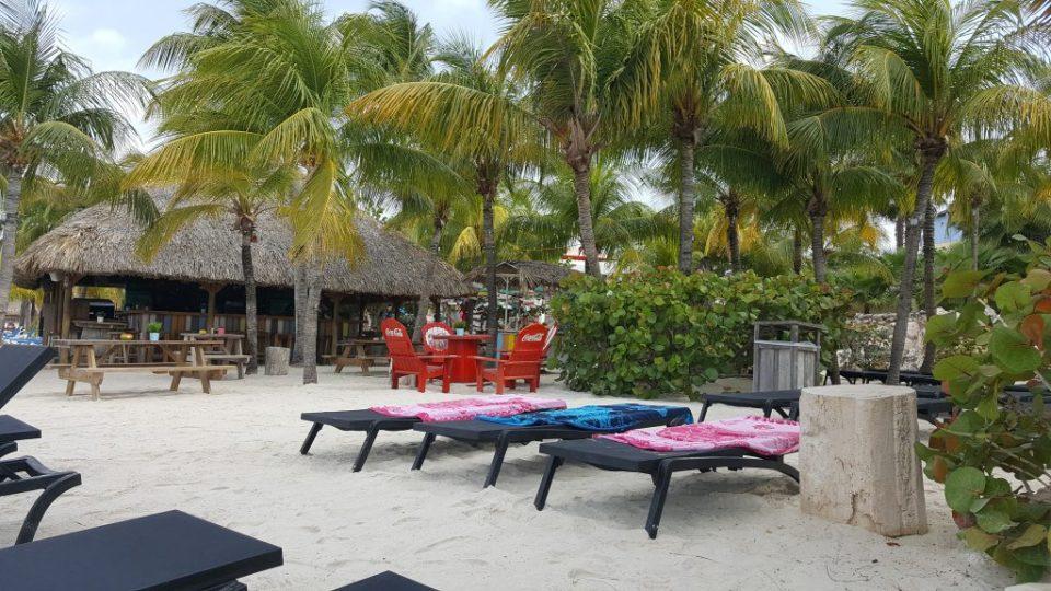 strandbedjes Mambo Beach Curacao