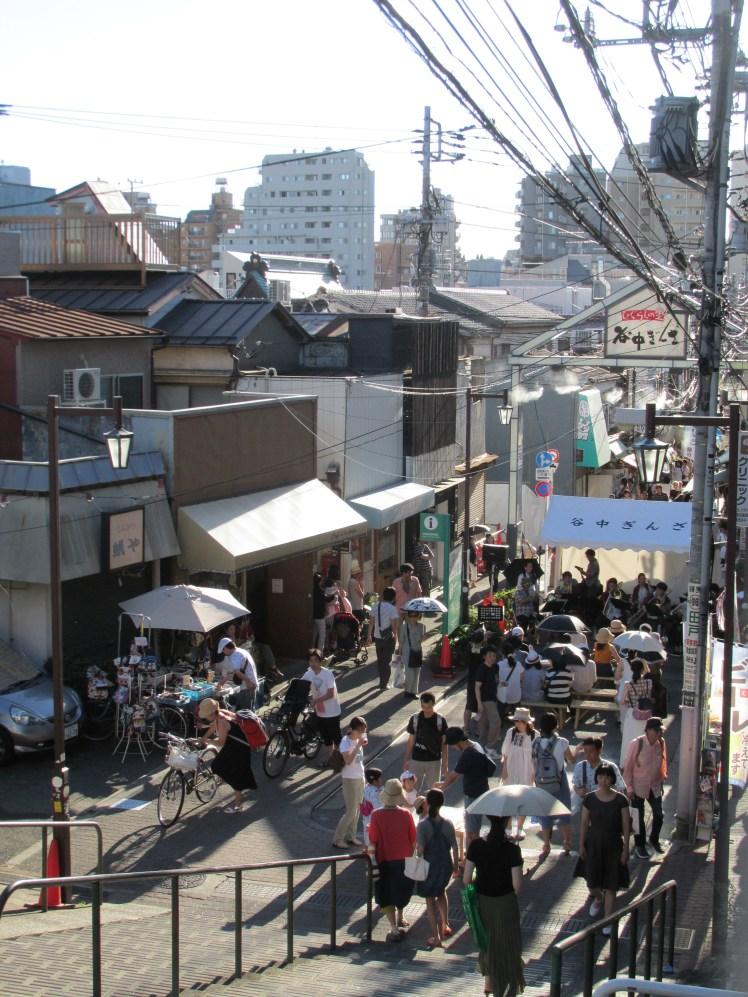 Entrada a la calle peatonal Yanaka Ginza.