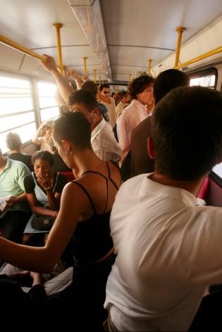 Pochi, lenti, sporchi e spesso in ritardo Il pendolare viaggia a passo d'uomo