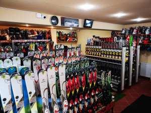 Inchirieri echipamente schi si snowboard Poiana Brasov