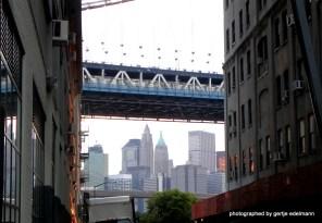 Front Street und Manhattan Bridge in Brooklyn, Dumbo