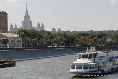 Auf der Moskwa, mit der lomonossow- Universität im Hintergrund