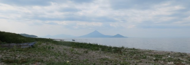 The view of Momotombo and Momotombito from the Mateare lake front. Momma and baby.