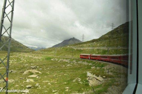 Trenino rosso del Bernina con bambini