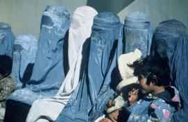 255809360_Group_of_Women_Wearing_Burkas_xlarge