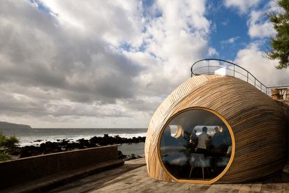 Cella Bar, restaurante bar nos Açores desenhado pela FCC Arquitetura