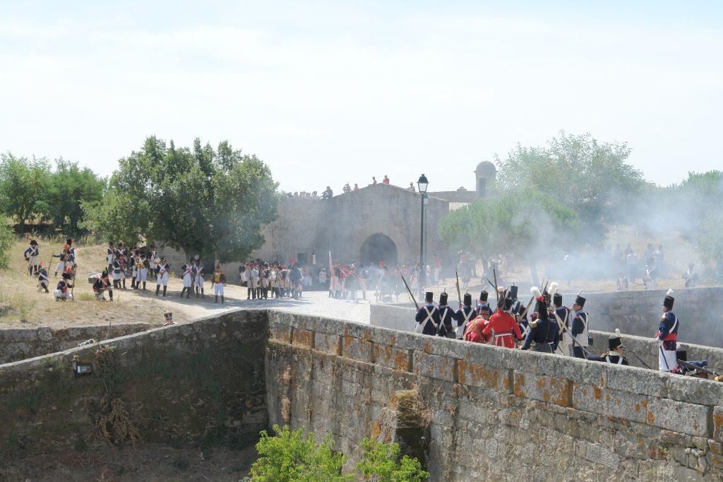 Recriação histórica do Cerco de Almeida (1810), onde a praça-forte foi capitulada durante a Terceira Invasão Francesa