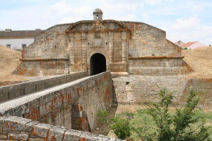 Fortaleza de Almeida, com planta em forma de hexágono, é ponto de passagem do Caminho de Santiago