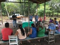 Incra e Consulte explicam a assentados os critérios do PNHR. Crédito: Incra Oeste do Pará/Luís Gustavo